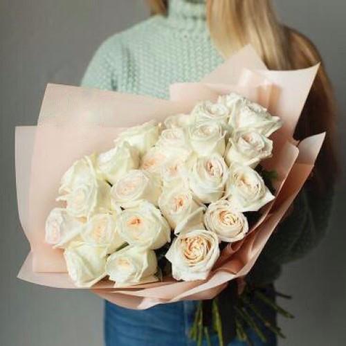 Купить на заказ Букет из 31 белой розы с доставкой в Серебрянске