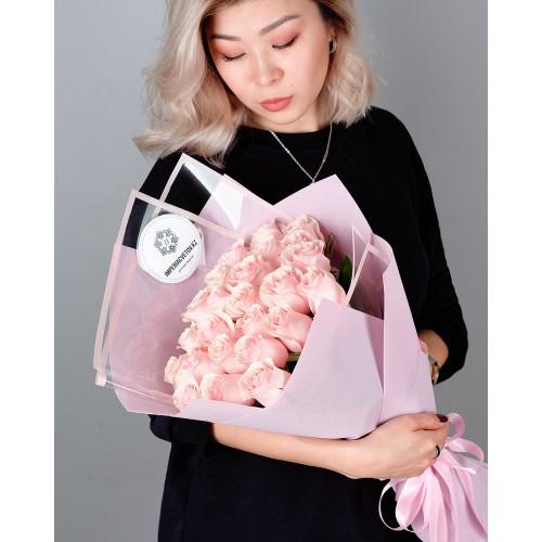 Купить на заказ Букет из 25 розовых роз с доставкой в Серебрянске