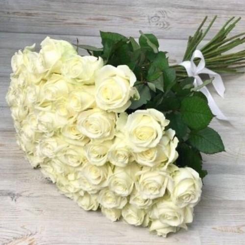 Купить на заказ Букет из 51 белой розы с доставкой в Серебрянске